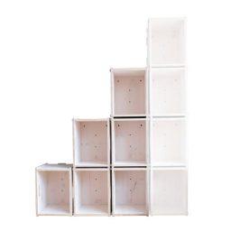 Stufenregal aus Holzkisten mit drei Stufen