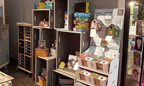 Händler bekommen zu den WERKHAUS-Produkten einen passenden Warenaufsteller.