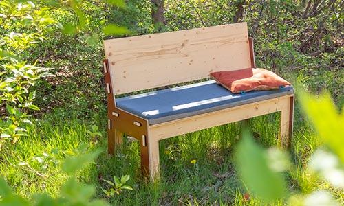 Für den Garten: Die Sommerbank mit passendem Polster.