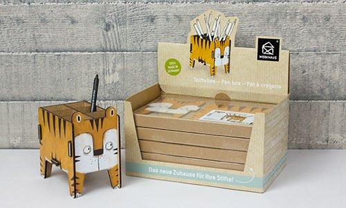 Eine Vierbeiner Stiftebox Tiger mit einem Stift darin.